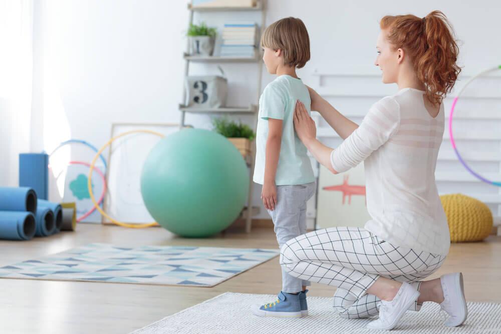 Cum se manifesta scolioza la copii // Artro Sport Clinic