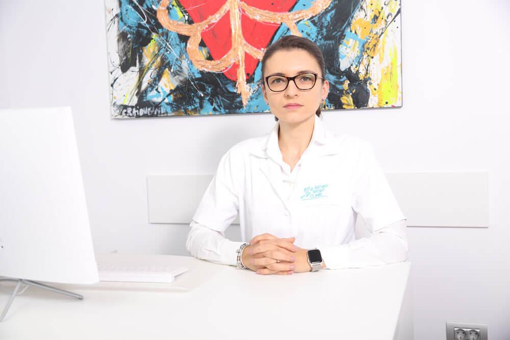 Dr. Mihaela Dobranici - medic primar medicina sportiva // Artro Sport Clinic